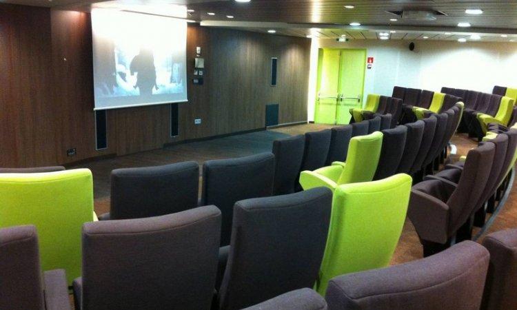 Conception d'une salle de cinéma numérique sur navire commercial Ferry Le PianaLyon
